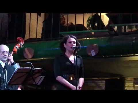Катя Волкова исполняет песню ОНА