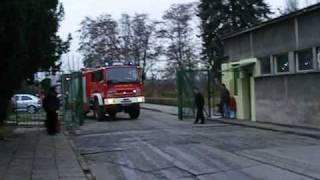 preview picture of video 'Logstor Żory - Manewry straży pożarnej - Dojazd jednostek (1/2)'
