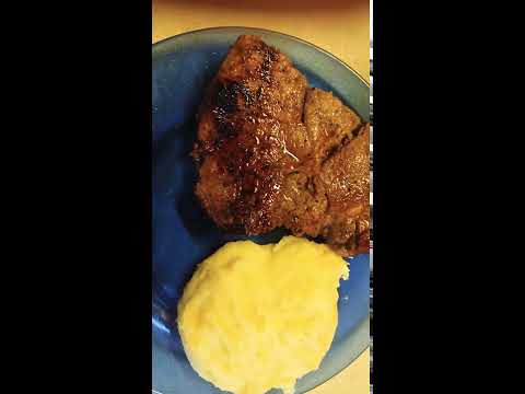 Steak and mashed potatoes