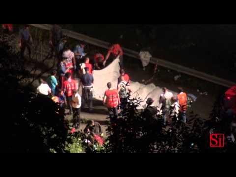 Avellino - Bus precipita da viadotto, 39 morti -live 1- (29.07.13)