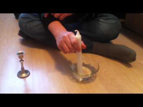 Kerze zu dick für Kerzenständer - heißes Wasser hilft