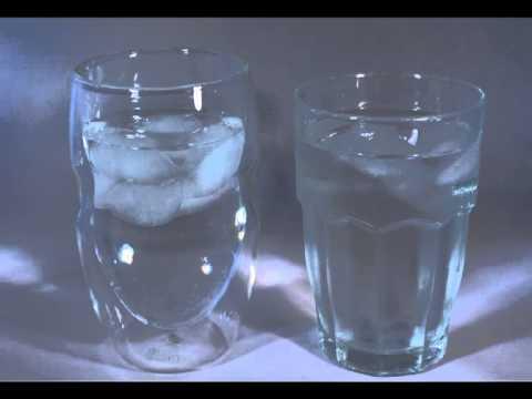Thermoglas vs. normalem Glas im Eiswürfelvergleich