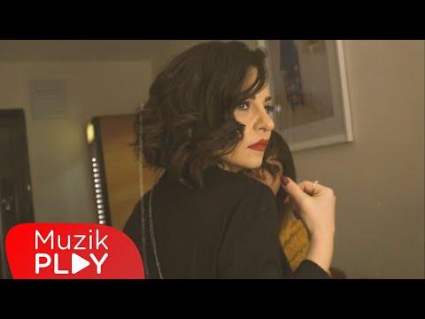 Fatma Turgut - Elimde Dünya (Official Video) Sözleri