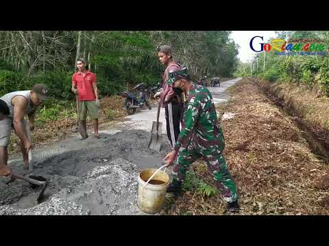Masyarakat Desa Tenan dan Batang Malas Perbaiki Jalan Rusak dengan Swadaya