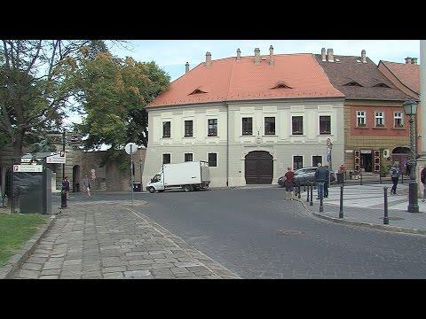 Fiáth János utca és a Bécsi kapu tér 1. szám alatti lakóház felújítása - video preview image