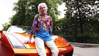 Смотреть онлайн Пранк: Русская бабушка на ламборгини