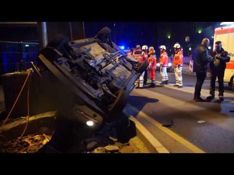Stuttgart: Polizisten prügeln hemmungslos auf Mann ein