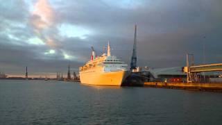 Fred Olsen's BLACK WATCH and Southampton Docks