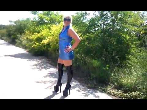 Gina White zeigt Ihre Plateau Stiefel und Lack