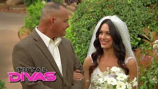 Guests arrive for Brie Bella and Daniel Bryan's wedding: Total Divas Preview, Season Finale