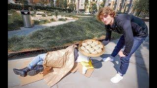 外国小哥去美国贫民窟给流浪汉自己煮的饺子