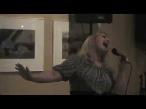 Ila Guest Sings at Clints Show