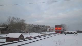 Тепловоз 2ТЭ10У-0411 с маленьким грузовым составом