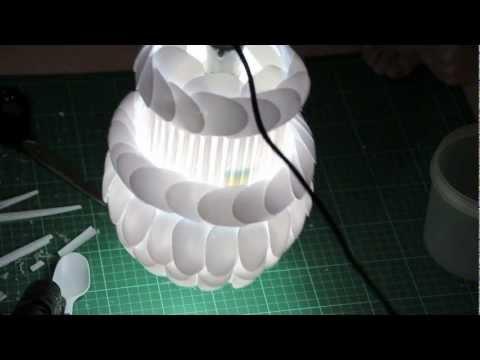Coole Hängelampe aus Plastiklöffeln - Erhellendes Upcycling-Projekt