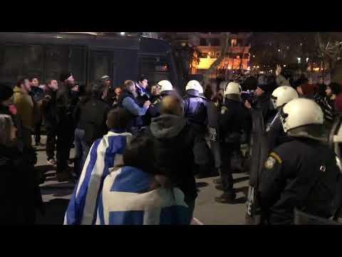 Ένταση έξω από το Μέγαρο Μουσικής Θεσσαλονίκης κατά την προσέλευση Παυλόπουλου (βίντεο)