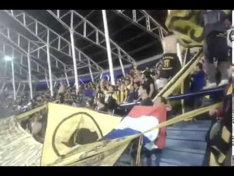 """""""LA RAZA AURINEGRA en avellaneda"""" Barra: La Raza Aurinegra • Club: Guaraní de Asunción"""