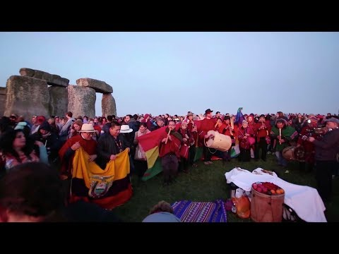 Drone footage shows thousands celebrate Summer Solstice at Stonehenge