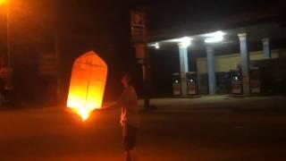 Đốt đèn trời cạnh cây Xăng @@