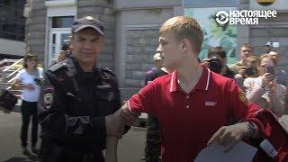 Парня пытались задержать, он вырвался и завел людей. Митинг 12 июня во Владивостоке