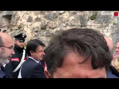 Premier Conte da sindaci del terremoto: 'Incontro segreto?' «No, ma giornalisti fuori»