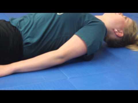 Die Injektionen bei den Rückenschmerz und dem Klemmen des Nervs