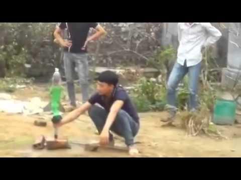 Thanh niên Việt Nam phóng tên lửa