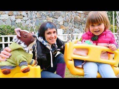 Бьянка и Маша Капуки на детской площадке - Игры с детьми Привет, Бьянка