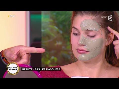 Le masque de la crème fraîche pour la peau sensible de la personne