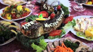 фаршированная рыба на праздничном столе