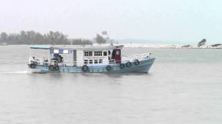 preview picture of video 'Water Taxi at Songkhla, Thailand'