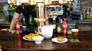 preview picture of video 'Kallejeo Valdemoro muestra el Bar de Tapas La Ronda'