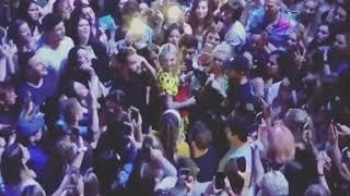 Julia Michaels- Apple [Live] (Crowd SingAlong)