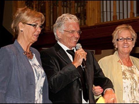 De Meerpaal op reis met senioren naar modeshow in Terwolde