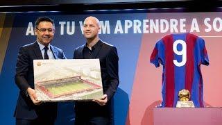 Presentació de les accions en memòria de Johan Cruyff
