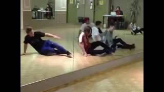 Zendaya - Dancing to Too much ( Zap )