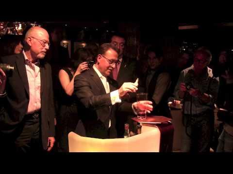 Séquence Inutile – Salvatore Calabrese réalise le cocktail le plus cher du monde