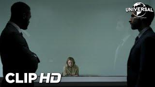 Universal Pictures EL HOMBRE INVISIBLE - Cecilia cuenta a James y Tom que Adrian no ha muerto anuncio