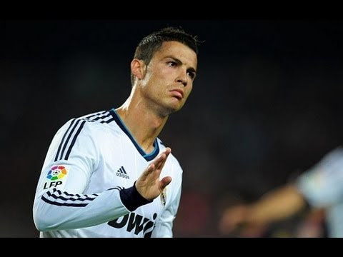 Cristiano Ronaldo passa de ombro