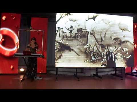 Алла Денисова песочное шоу на выставке свадьба 2013