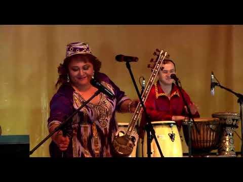 Rushangul Momunova - Uyghur kizi