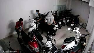 Nhà trọ bị trộm đột nhập lấy trộm xe máy bị camera quay lại 2