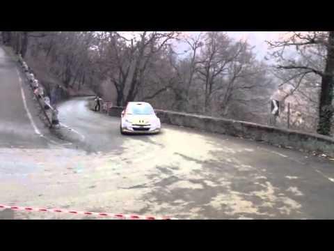 L'auto di Gianesini sull'Alpe Tedesco