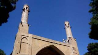 preview picture of video 'The Minar Jomban - Shaking minarets, Esfahan (Isfahan), Iran, June 2008.'