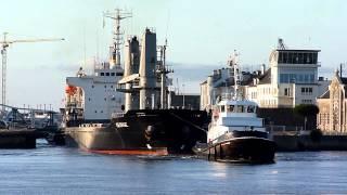 preview picture of video 'MV GEORGE sortant de l'ecluse du port de Saint-nazaire'