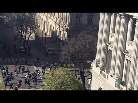 VIDEOS DE LA REPRESIÓN A LOS TRABAJADORES DE ASTILLERO VISTO DESDE ARRIBA
