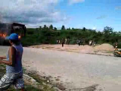 Incêndio do caminhão baú em São Luiz do Quitunde - 29/10/2011 PARTE 1