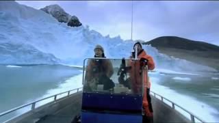 Por muito pouco barco não é atingido por queda de geleira