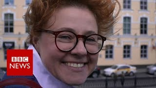 Why Russians are being taught to smile - BBC News