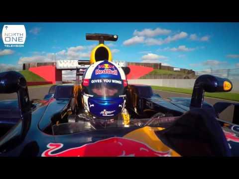 Guy Martin Tyco BMW S1000RR ile F1 Red Bull RB8'e Karşı