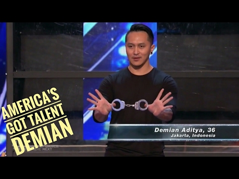 Demian Aditya Indonesian Illussionist Escape his life from 900 pon of sands - America's Got Talent (видео)